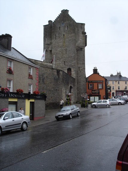 2014-03-05-Gate_Tower_of_Roscrea_Castle-thumb