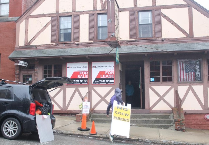 "A worker loads signs into the Old Timer on Wednesday. Filming is expected next week inside the closed Clinton restaurant for ""Daddy's Home 2"" [Photo/Item: JAN GOTTESMAN}"