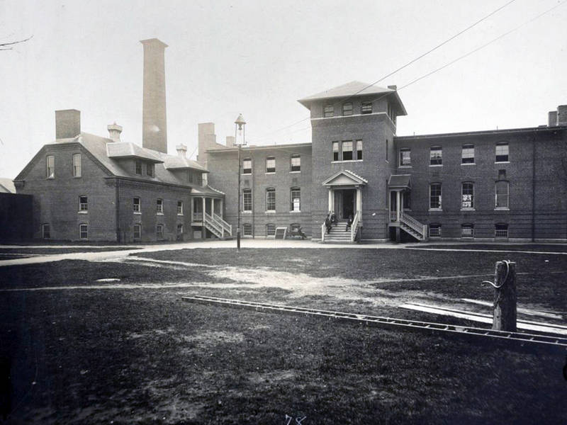 Photo of dining hall and kitchen at Tewksbury State Hospital by the Harvard Art Museum on Wikimedia Commons.